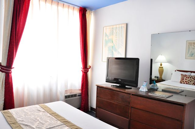 Waikiki_Holiday Surf Hotel_One Bedroom Quad 06