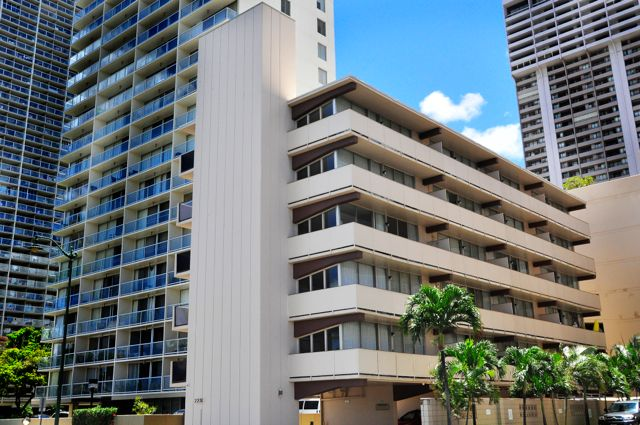 Waikiki_Holiday Surf  Suites 03